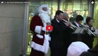 Klassischer Weihnachtsmann-Walkact für Ihre Weihnachtsfeier